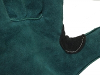 швы и усиливающая часть краги зеленой спилковой